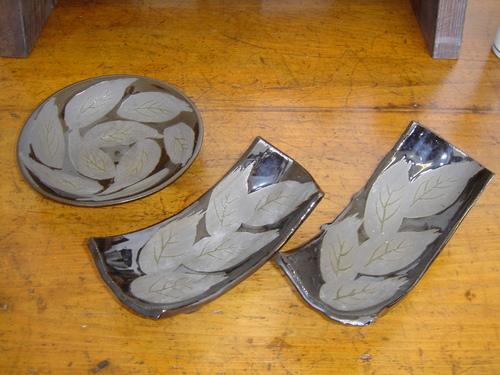 3 黒葉皿