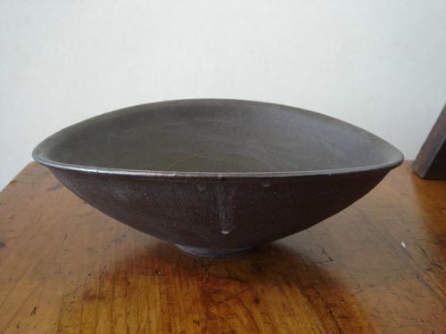 36 黒たわみ鉢